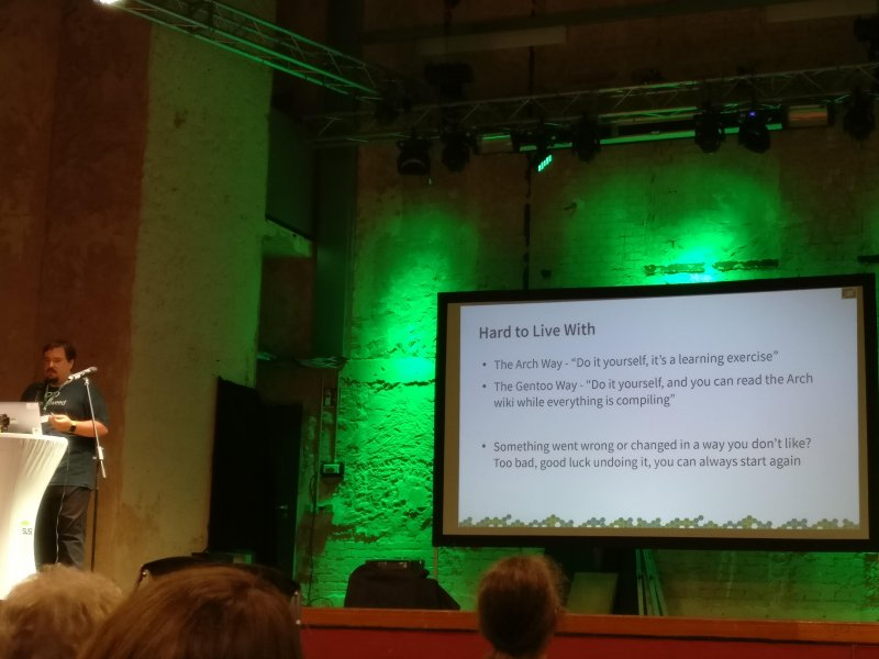 The #ArchLinux and #Gentoo way of handling releases as shown by @sysrich :) #oSC17